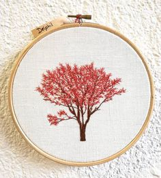 Et un magnolia 🌸✌ . . . . . . #magnolia #pinktree #arbrerose #rose #pink #tree #arbre #campagne #countryside #greenlife #making #overwork #handembroidery #embroidery #embroideryart #broderie #broderiemain #handmade #faitmain #brodeuse #embroiderer #embroidered #bordado #madeinfrance #delphil #tatoueusedetissu© #modernembroidery #contemporaryembroidery #embroideryinstaguild #embroiderylove