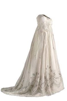 Dress, ca 1800-1805. Linen dress. Closed center front with two bodkins. It is decorated with embroidery with gold thread and sequins forming a broad border with floral decoration and pavilions. |  Museo Del Traje