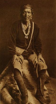 """Navajo, Title of Photograph """"Hastin Yazhe - Navaho"""" 1906 by Edward Native American Pictures, American Indian Art, Native American History, Native American Indians, Navajo Culture, Navajo People, Navajo Art, Native Indian, Native Art"""