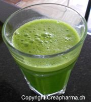 jus vert avec du gingembre Jus Detox, Pudding, Drinks, Desserts, Food, Loose Weight, Green, Tailgate Desserts, Beverages