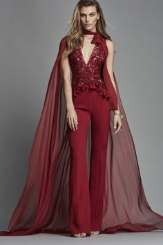 The complete Zuhair Murad Spring 2018 Ready-to-Wear fashion show now on Vogue Runway. Fashion Mode, Fashion 2018, Runway Fashion, Fashion Dresses, Vogue Dresses, Fashion Clothes, Couture Mode, Style Couture, Couture Fashion
