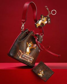 The Etro x Tom & Jerry collection of unisex fashion and accessories reinterprets the symbolism of the mouse in a fun and cheerful way Chinese New Year 2020, Tom And Jerry, Small Leather Goods, Black Women Fashion, Unisex Fashion, Purses And Handbags, Martini, Editorial Fashion, Product Launch