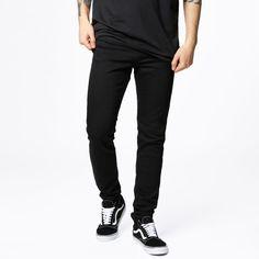 Jeans fra JUNKYARD XX-XY. Materiale: 98.5% Bomuld, 1.5% Elastan. Modellen er 182 cm og er fotograferet i str 31/32.