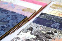Giulia Violanti e i quaderni marmorizzati fatti a mano