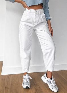 Loose Jeans Outfit, Mom Jeans Outfit Summer, White Jeans Outfit, Girl Outfits, Casual Outfits, Cute Outfits, Fashion Outfits, Slouchy Outfit, Jean Moda