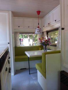 travel trailer remodel | De gordijnen komen bij Ikea vandaan. De leuke vogel kapstokhaakjes ...