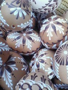 45 Next-Level Easter Eggs Decoration Ideas and Projects - Hercottage Making Easter Eggs, Easter Egg Crafts, Panda Decorations, Easter Specials, Egg Carton Crafts, Easter Egg Designs, Egg Art, Easter Holidays, Egg Decorating