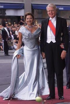 The President of Iceland, Ólafur Ragnar Grímsson, with his wife Dorrit Moussaieff arrive at Oslo Cathedral for the wedding ceremony; wedding of Crown Prince Haakon of Norway and ms. Mette-Marit Tjessem Høiby, August 25th 2001