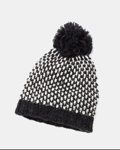 Two-tone hat with pompom #smartset #winter