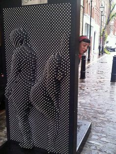 Giant Pin Art Installation Makes You Go Pin Up - Street Art – found and pinned by the real estate agent in Hannover: arthax-immobilien. Installation Interactive, Interactive Art, Installation Art, Art Installations, Pin Up, Interaktives Design, Design Blogs, Wood Design, Vitrine Design
