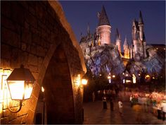 The Wizarding World of Harry Potter - Universal Orlando. Your Potterphiles will go Hog(warts) wild -- and find it absolutely spell-binding -- to see Hogsmeade and Hogwarts recreated in amazing detail, right down to the Butterbeer (don't worry, it's non-al Universal Orlando, Harry Potter Universal, Universal Studios, Universal City, Best Family Vacations, Family Vacation Destinations, Vacation Ideas, Dream Vacations, Harry Potter Theme Park