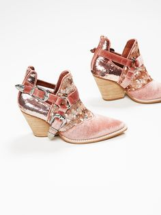 Oh wow. I'm not a pink o sequins kinda girl, but these are super cool. Quirky and totally unusual. Yet another incarnation of the Jeffrey Campbell x Free People Icon Western Boot. Love.