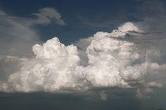 Egy esőcsepp koppant a homlokomon, s hajam ívét követve lassan csurgott alá, végül eltűnt a föld redőiben. Arcom vonalát erős szél pásztázta, alaposan szemügyre véve idegenként, mint kit először lá... Clouds, Outdoor, Outdoors, Outdoor Games, The Great Outdoors, Cloud
