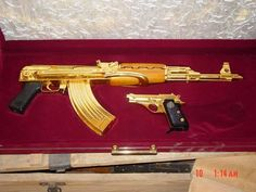 Armas de ouro sonho de todo homem. veja abaixo as mais lindas armas feita deste material preciso      Ak 47 de ouro        Pistola de ouro  ...