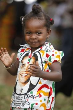 she's adorable. and an obama shirt? a new moment of promise for suid afrika. Precious Children, Beautiful Children, Beautiful Babies, Beautiful Gifts, Toddler Fashion, Kids Fashion, Barack And Michelle, New Africa, Tough Love