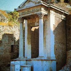 The Fountain of Juturna, Roman Forum  #fountainofjuturna #fountain #romanforum #forumromanum #oldphoto #memoris #ancientruins #ancientrome #ancienthistory #ancientworld #history #romanempire #eternalcity #rome #italy