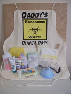 Gifts for dad diy baby shower 51 New ideas Funny Baby Shower Gifts, Baby Shower Parties, Baby Shower Themes, Baby Boy Shower, Shower Ideas, Baby Gifts For Dad, Best Dad Gifts, Daddy Survival Kits, Pregnancy Announcement Gifts