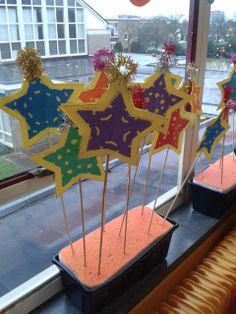Knutselen: Leuke kerststerren, ook leuk bij het optreden van het lied Volg die ster uit de kerstmusical
