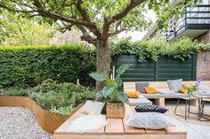 How to Decorate a Small Garden - Steep Gardens, Back Gardens, Small Gardens, Outdoor Gardens, Dream Garden, Home And Garden, Landscape Design, Garden Design, Townhouse Garden