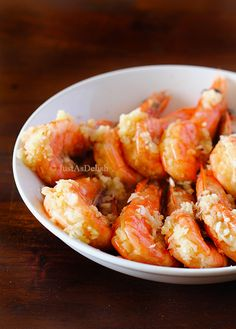 A classic healthy chinese method of steaming prawns with lots of garlic. This brings out the natural sweetness of the prawns. Best Seafood Recipes, Prawn Recipes, Asian Recipes, Shellfish Recipes, Healthy Snacks, Healthy Recipes, Tasty Meals, Garlic Prawns, Prawn Shrimp