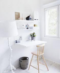 Scandinavian style avec ce coin #bureau dans une chambre d'enfant | La Petite Fabrique de Rêves