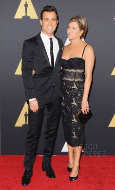 Jennifer Aniston Sparkles With Justin Theroux & That Diamond Engagement Ring At The Governors Awards!
