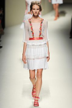 Alberta Ferretti Spring 2014 Ready-to-Wear Collection Slideshow on Style.com