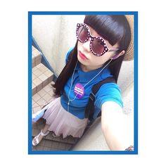 顔がちょっとあれだけど今日のコーデ!こないだ買ったショート丈のポロシャツお気に入りクタクタな感じと、この青の色が好き☺️ WEGOの古着です今日のコーデお気に入りだ〜\( ˆoˆ )/ サングラスはNADIA#RunasFashion