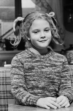 Drew Barrymore made her blockbuster film debut at the tender age of seven in Steven Spielberg's classic sci fi film, E. The Extra Terrestrial, . Barrymore Family, Drew Barrymore, Hollywood Actor, Hollywood Stars, Blockbuster Film, Sci Fi Films, Classic Sci Fi, Saturday Night Live, Historical Pictures