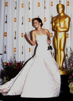 Jennifer Lawrence Gave The Middle Finger To The Press Room