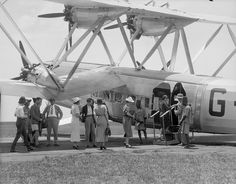 British Imperial Airways Handley Page Aircraft - In Khartoum, Sudan, boarding for the flight south. One more overnight stop and the passengers would be taking in the sights of Lake Victoria. Aviation Image, Civil Aviation, Croydon Airport, Aeropostale, British European Airways, Cargo Transport, Aircraft Interiors, Old Planes, Passenger Aircraft