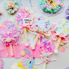 """TodoPapel.com on Instagram: """"Sharing this wonderful set of magic wands in deliciously candy colors created by Sina @dreamy.mailer92 to make your Sunday even  more…"""" Paper Crafts, Diy Crafts, Candy Cards, Scrap, Happy Mail, Flower Tutorial, Paper Decorations, Candy Colors, Rosettes"""