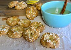 Νηστίσιμα κουλουράκια κανέλας με σουσάμι για τσάι Doughnut, Vegan, Desserts, Mood, Tailgate Desserts, Deserts, Postres, Dessert, Vegans