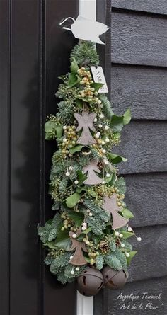 Kerstslinger ' ooooh wat is ze mooi ' - Waar zal ik deze prachtige kerstslinger eens ophangen ....? Ongetwijfelt wel een mooi plekje voor te vinden , deze geweldige kerstslinger is maar liefst 2 meter lang. Kan dus prachtig naast of op een deur maar ook als Guirlander op de openhaard of langs...