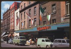 In American photographer Charles Cushman visited Ireland and captured wonderful photos of its capital, Dublin, on color slides. This looks like South Great Georges Street Dublin Street, Dublin City, Old Pictures, Old Photos, Vintage Photos, Then And Now Photos, Fulton Street, Ireland Homes, Dublin Ireland