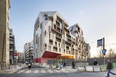 Formerly a railway enclave, the Clichy-Batignolles ecodistrict is reconquering this forgotten piece of Parisian ground. This major municipal project was envi...