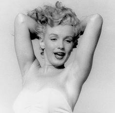 Marilyn at Tobey Beach. Photo by Andre de Dienes, 1949.