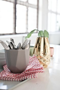 Hviit // Love your style, love your home: Snapshot Elle Decoration Love Your Home, Elle Decor, Home Kitchens, Tableware, Interior, Decorations, Inspiration, Lifestyle, Garden