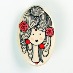Mujer modernista.  Broche de pasta cerámica con papel, diseñado, dibujado y pintado a mano. Medidas aproximadas: 6,2x4,6cm. Muy resistente a golpes y caídas.    Brooch made of ceramic paste with paper, designed, drawn and painted handmade. Approximate size: 2'44x1'81 inches. Very resistent to damage due to bumps and falls.