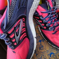super popular 634ac 520c9 I want these so badddd  brooks  running  pink Zapatos De Brooks Running,