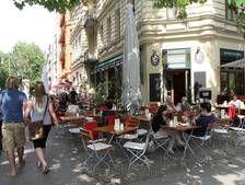 Die Terasse des Kaffeehauses SowohlAlsAuch im Prenzlauer Berg