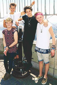 I love how The Vamps are their own band and how they don't change their look or personalities for anyone or anything! The Vamps Brad Simpson, James McVey, Connor Ball and Tristan Evans. Bradley Simpson, Vamps Band, Bradley The Vamps, Somebody To You, Will Simpson, Music X, Oufits Casual, Celebs, Celebrities