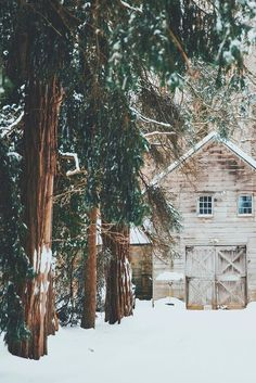 A bleached-out cabin surrounded by a hunter green forest. A true Winter Wonderland. 🌲🌲🌲 Image via The post A bleached-out cabin surrounded by a hunter green forest. A true Winter Wonderla& appeared first on BlinkBox. Winter Diy, Winter Love, Winter Snow, Winter Christmas, Winter Cabin, Cozy Cabin, Cozy Winter, Winter Holidays, Winter Photography