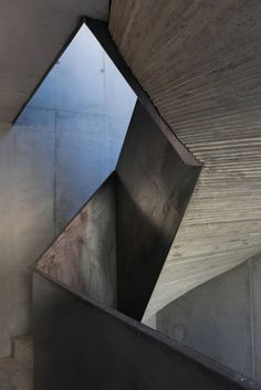 Rough steel + concrete staircase. H27D / Kraus Schoenberg Architects