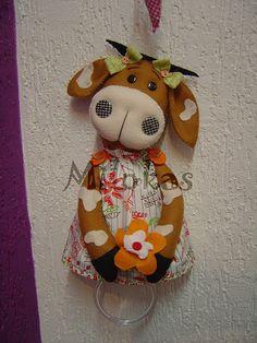 Vaquinha marron porta pano de prato by Atelie Milokas, via Flickr