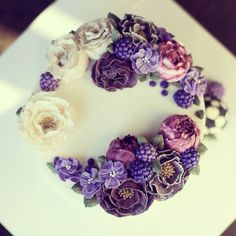 Buttercream flowers and berries ♥