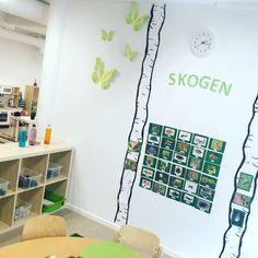 IMG_7801 Space Preschool, Diy Classroom Decorations, Primary Classroom, Reggio, Montessori, Kindergarten, Photo Wall, Teaching, Activities