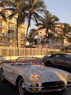 Pretty Cars, Cute Cars, My Dream Car, Dream Cars, Carros Vintage, Old Vintage Cars, Vintage Travel, Classy Cars, Jolie Photo