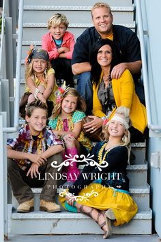 Love the colors & setting {stairs} for family photos Large Family Portraits, Big Family Photos, Large Family Poses, Family Picture Poses, Family Picture Outfits, Family Photo Sessions, Family Posing, Posing Families, Large Families