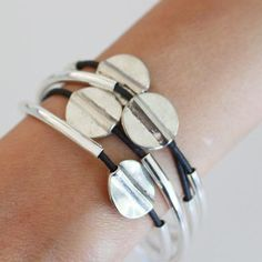 Mini Hammered Disc wrap bracelet in Natural Black leather